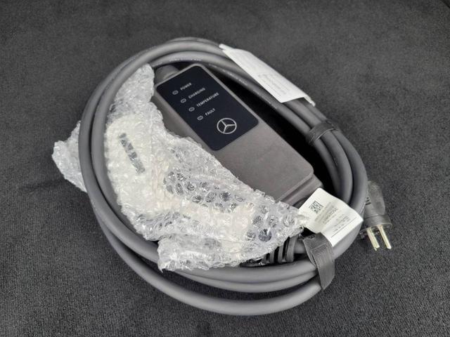 EQC400 4マチック AMGライン ユーザー買取車 4WD サンルーフ 本革黒シート シートエアコン HUD レーンアシスト 衝突防止装置 レーダークルーズ シートヒーター パワーシート 純正21インチアルミホイール 充電ケーブル有(49枚目)