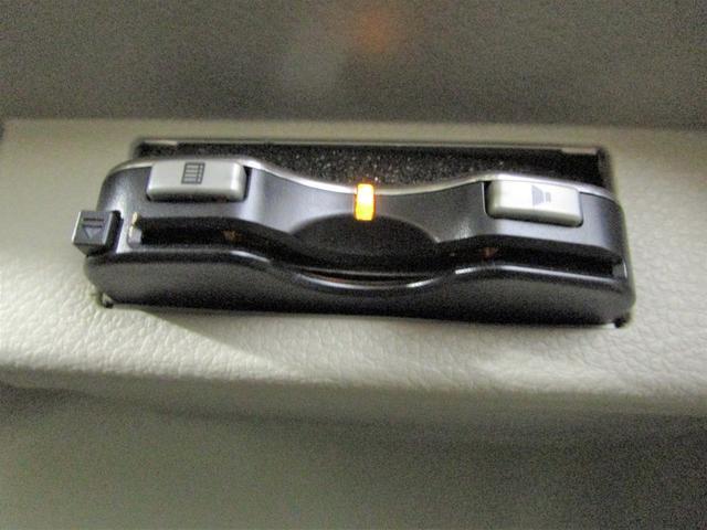 S 社外ナビ フルセグTV 衝突軽減ブレーキ ワンオーナー インテリキー HIDオートライト 運転席シートヒーター ETC DVD再生 ブルートゥース接続 アイドリングストップ 電動格納ミラー(4枚目)