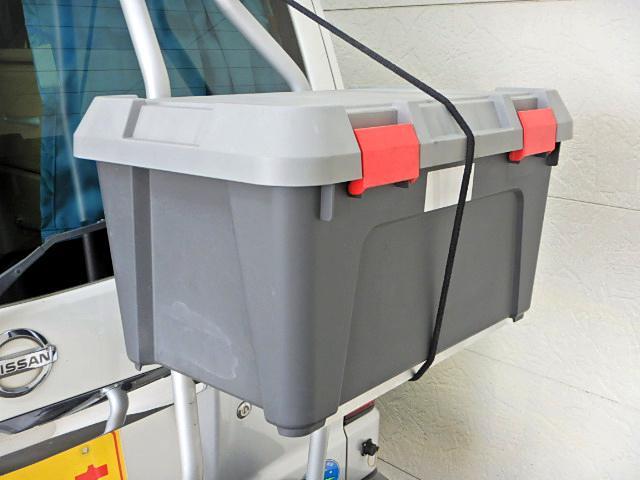 キャンピングカー ベッド・シンク・テーブル・給排水タンク付き(8枚目)