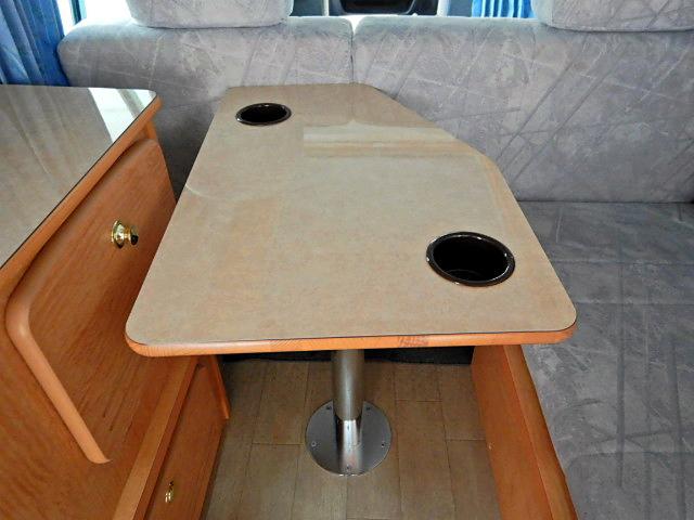 キャンピングカー ベッド・シンク・テーブル・給排水タンク付き(15枚目)