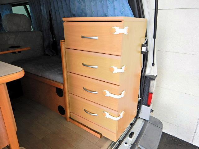 キャンピングカー ベッド・シンク・テーブル・給排水タンク付き(17枚目)