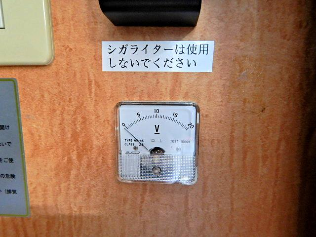 キャンピングカー ベッド・シンク・テーブル・給排水タンク付き(18枚目)