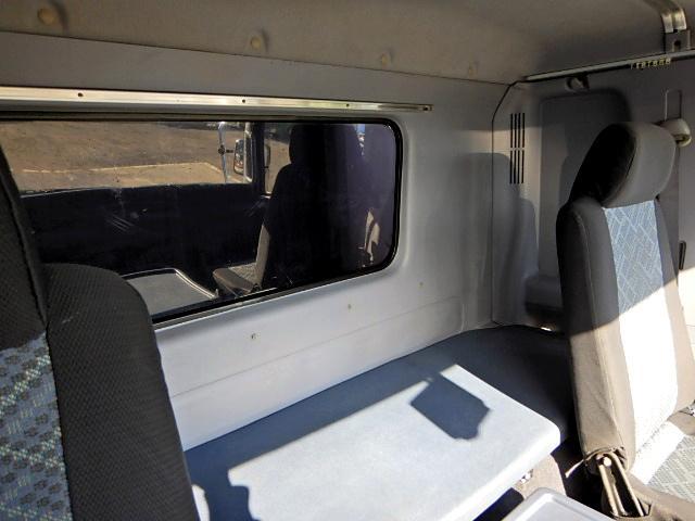 アルミウイング 620ワイド 2.4t積み ベッド付 6MT(15枚目)