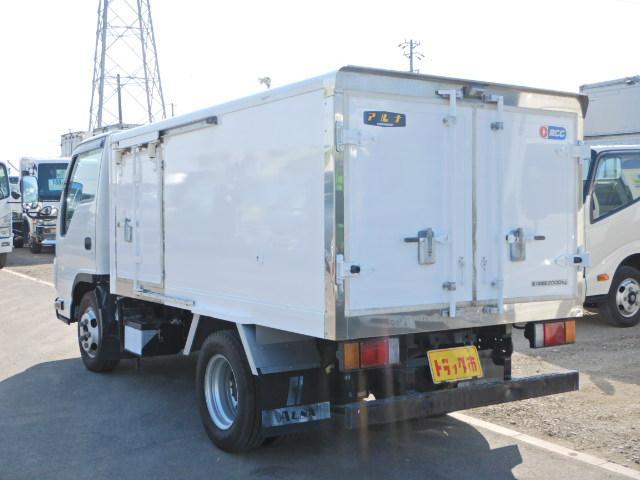 車両総重量2000kg 最大積載量4590kg