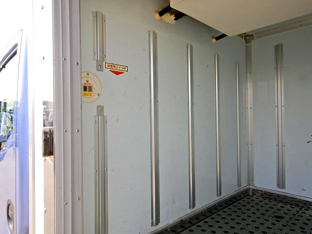 冷蔵冷凍車-30℃ 保冷室有り 2室式 サイドドア 5MT(11枚目)