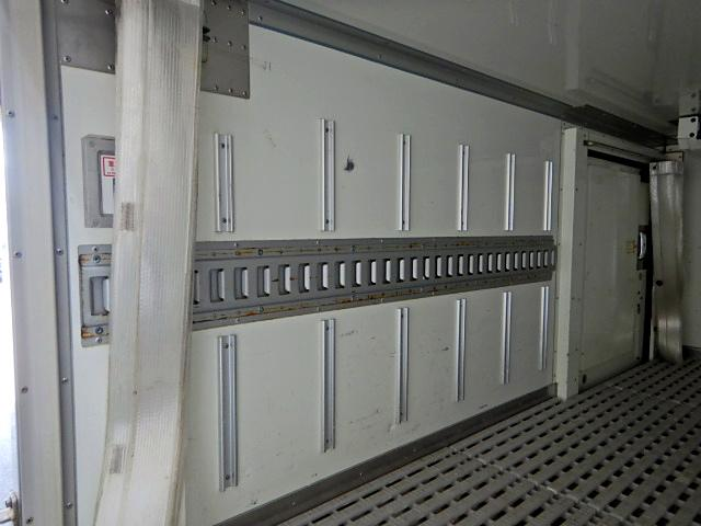 冷蔵冷凍車-22℃ サイドドア 1.4t積 ラッシングレール(10枚目)