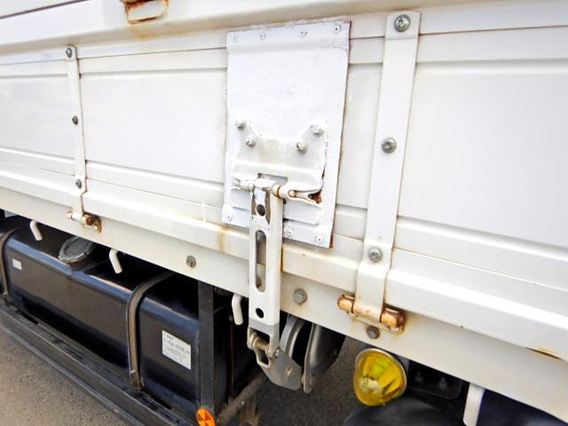 平 3.9t積 3方開 荷台鉄板張り ベッド付 6MT(12枚目)