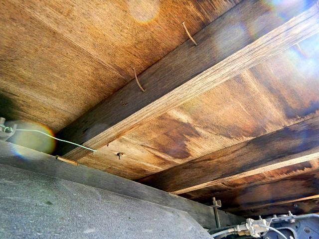 平 3.9t積 3方開 荷台鉄板張り ベッド付 6MT(34枚目)