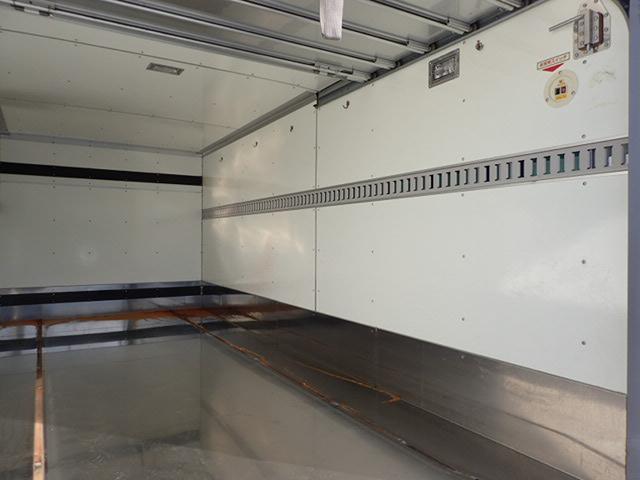 保冷バン 2トン 6MT パワーゲート セミロング ターボ付(10枚目)