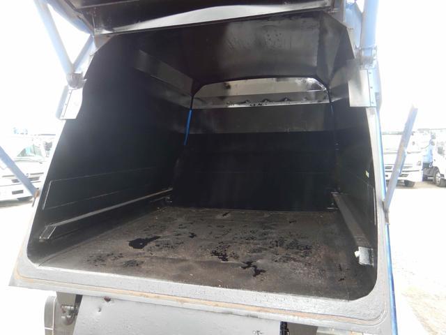 プレス式パッカー車 連続作動 容積8.5立米 6MT(9枚目)