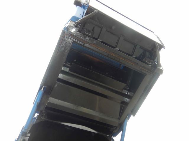 プレス式パッカー車 連続作動 容積8.5立米 6MT(10枚目)