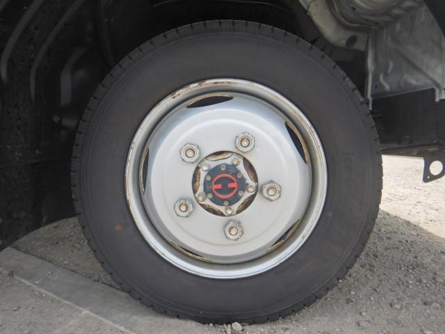 2トン ワイドロング 平ボディ 5MT 4WD 全低床(13枚目)