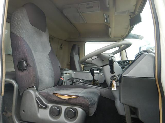冷蔵冷凍車 2デフ4軸低床 総輪エアサス 12t積(14枚目)