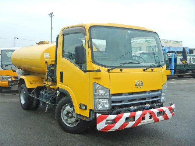 散水車 タンク容量4000L AT車 新明和製 サブEG式(2枚目)