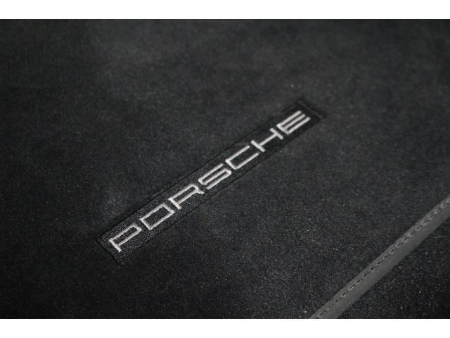 GTS 雨天未使用 スポーツクロノパッケージ アルミニウムパッケージ スポーツデザインステアリング スポーツエキゾーストシステム アルカンターラシート  ウィンカー 5ターンシグナル(66枚目)