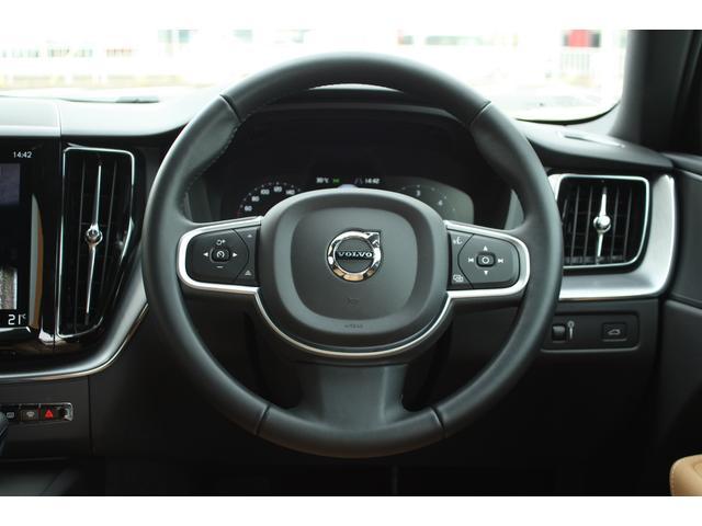運転しやすいスリーポークステアリングを採用。また、 情報を直感的に把握できる12.3インチ・デジタル液晶ドライバー・ディスプレイには、4つの表示モードを用意。
