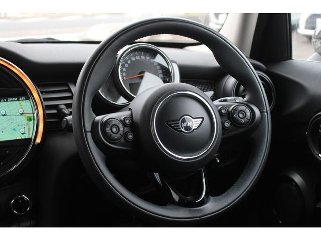 クーパーSD 後期型 LEDヘッドデイライト UJテール タッチパネル式ナビ バックカメラ コンフォートアクセス  MINIコントローラー ETC シートヒーター ディーラー車(9枚目)