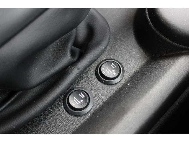 クーパーSD 後期型 LEDヘッドデイライト UJテール タッチパネル式ナビ バックカメラ コンフォートアクセス  MINIコントローラー ETC シートヒーター ディーラー車(16枚目)
