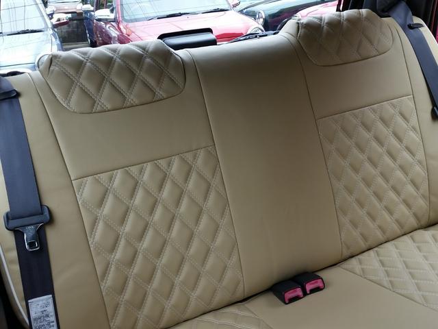 後ろの席も同様にシートカバーを取り付けています!