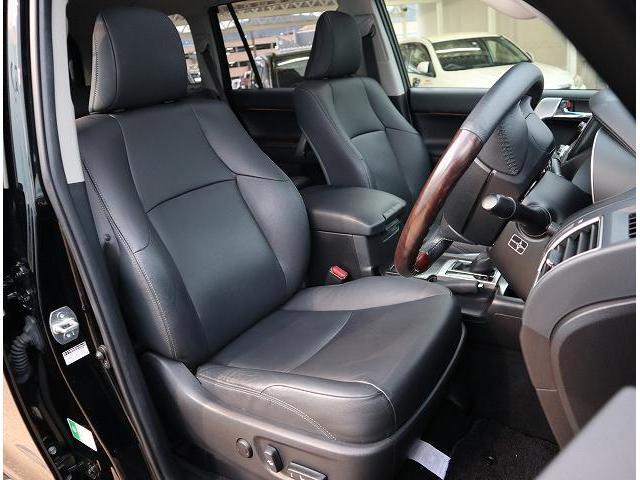 ブラックで統一された内装で高級感UPまた座り心地も良好です。