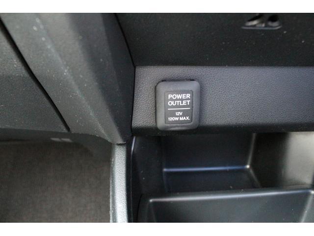 シガーソケットです!携帯の充電、空気清浄器、ナビ、ドライブレコーダーなどなど必須装備ですよね!