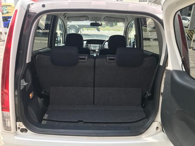 荷室は後部座席を立てている状態でもしっかりと荷物を積めます!