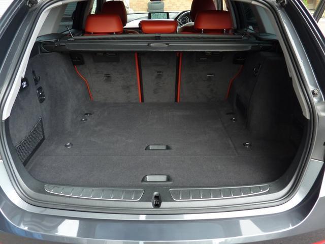 ラゲージ・ルームは520Lの大容量で、リヤ・シートのバックレストを折りたたむと、最大1,600Lまで拡大可能