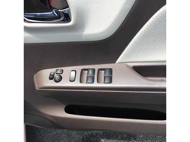 ドアミラー角度調整・格納スイッチと、1ヶ所集中のパワーウインドウスイッチです♪