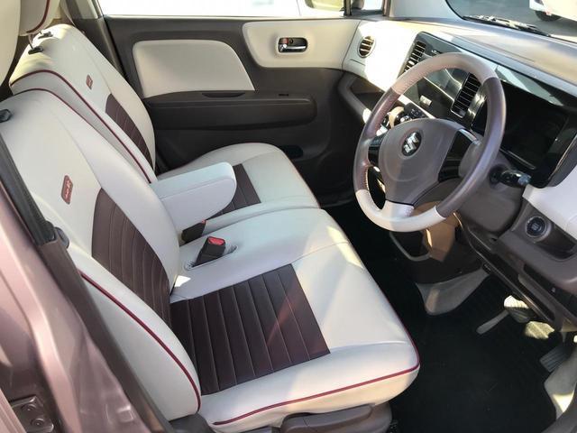 フロントシートはベンチシートでアームレスト付き★助手席とつながっているので横に荷物が置きやすいです(^o^)/