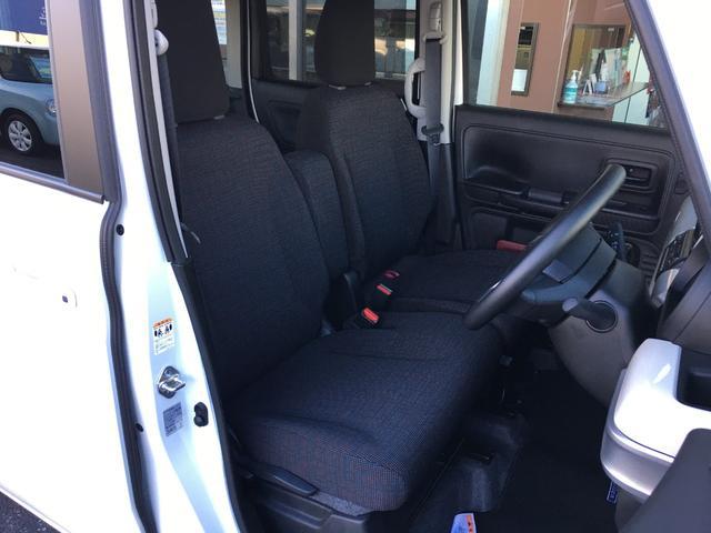 ベンチシート☆助手席とつながっているので横に荷物が置きやすいです(^o^)/