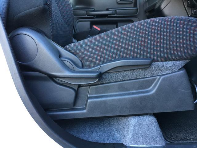 運転席シートリフター装備で上下の微調整もできます(^_-)-☆