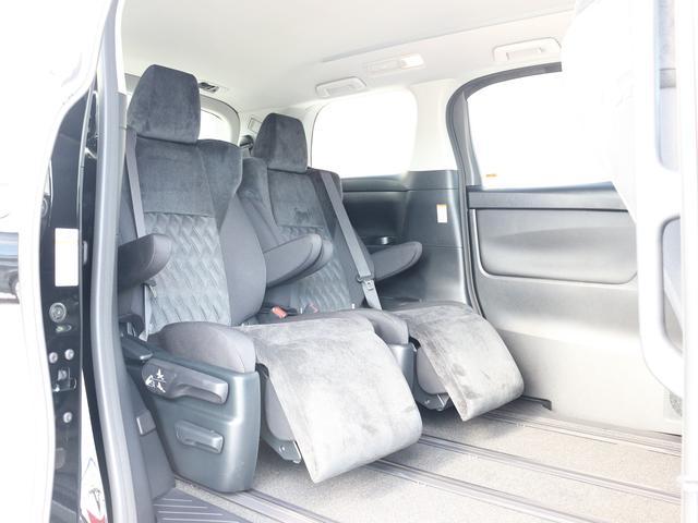 セカンドシートはオットマン付きキャプテンシートで大人の方でもゆったりとお座りいただけます☆優雅なドライブをお楽しみください♪