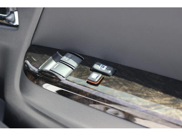スーパーGL ダークプライムII AC100V電源 両側スライドドア ミュージックサーバー付きナビ地デジ ハーフレザーシート バックカメラ 小窓付き ディーゼルターボ 新車 6型(17枚目)