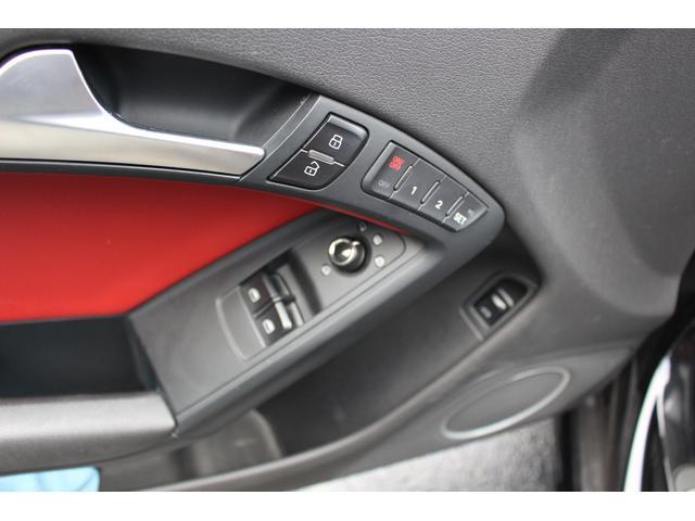 アウディ アウディ S5 4.2FSIクワトロ 左H 赤革ステアリング シフト シート