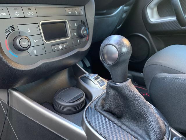 インストルメントパネルはすべてドライバー中心のレイアウトになっており、D.N.Aシステムなどこちらで操作頂けます。