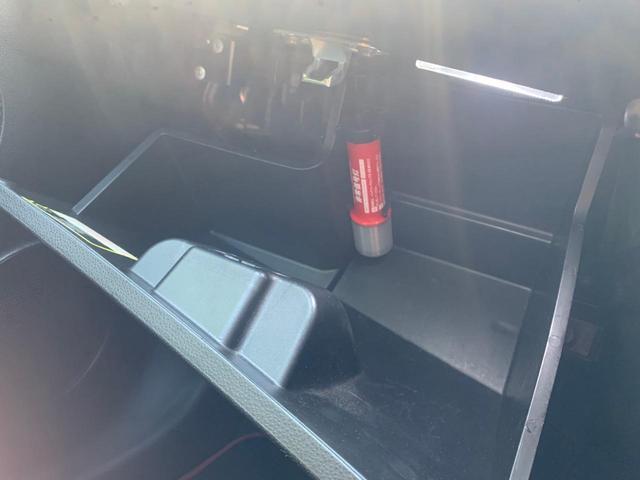 グローブボックスには非常灯が設置されておりますのでいざという時も安心です。
