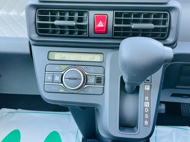 フルオートエアコンです! 車内の気温もボタン一つで快適空間に☆