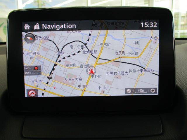コマンダーコントロールの「NAV」ボタンを押すとナビが作動します!次に曲がる方向を示すターンバイターンがアクティブドライビングディスプレイに表示されます。運転しながらの進路確認がよりしやすいです!