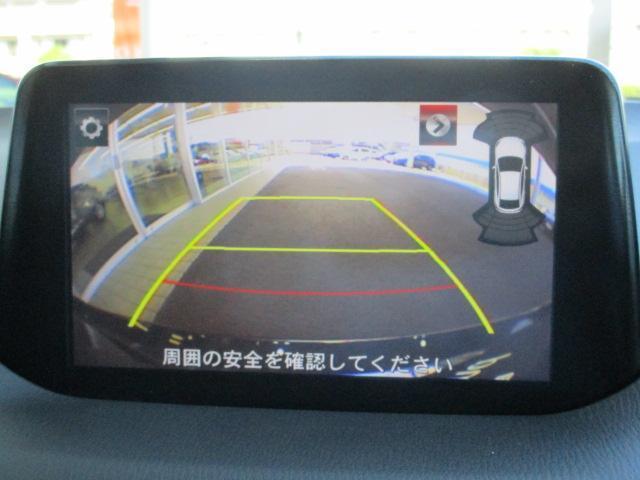大きなクルマの駐車は大変ですよね!でもバックカメラ付きのこのクルマなら安心して駐車できますね!
