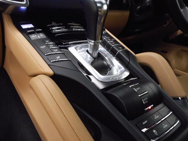 ポルシェ ポルシェ カイエン S E-ハイブリッド 2016年モデル ルクソールベージュ