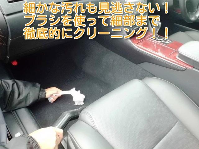 お客様に気持ちよくご乗車いただくため、内装の隅々までブラシを使いクリーニングしております!☆無料ダイヤルはこちら→0066-9703-6422携帯・PHSからもOK☆