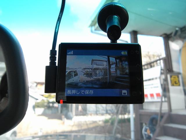 バックカメラ映像はズレることなく左右均等です。