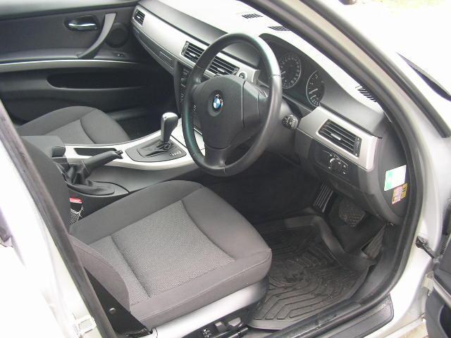 純正スポーツシートはデザイン性にも優れ、疲れにくいシートをコンセプトに設計されています。長距離ドライブも快適に過ごせますよ(^-^)♪