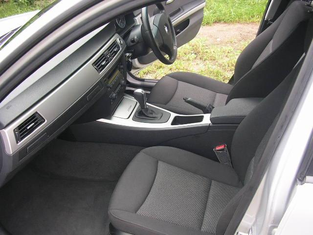 BMWは高速安定性がとても良く、遠方旅行も疲れをしらない快適さ!是非、ご試乗してみてください。