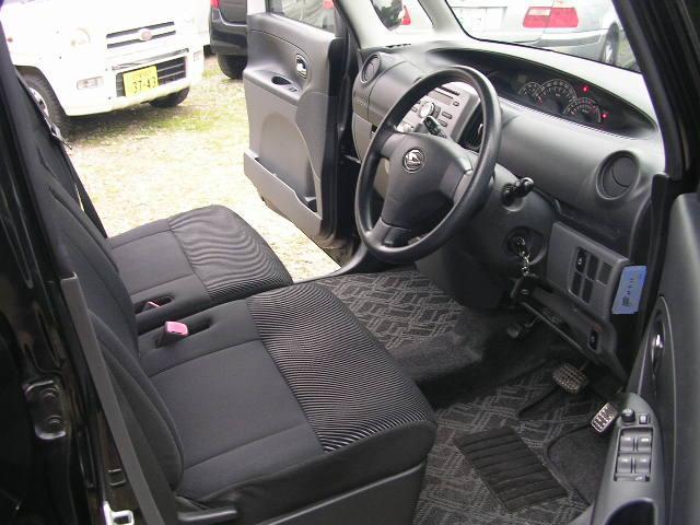 グレーのファブリックシートはデザイン性にも優れ、疲れにくいシートをコンセプトに設計されています。長距離ドライブも快適に過ごせますよ(^-^)♪