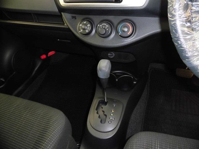 当然ながらエアコン装備。日本の暑い夏でも快適なドライブを、雨天時のガラスの曇りにも安心です。