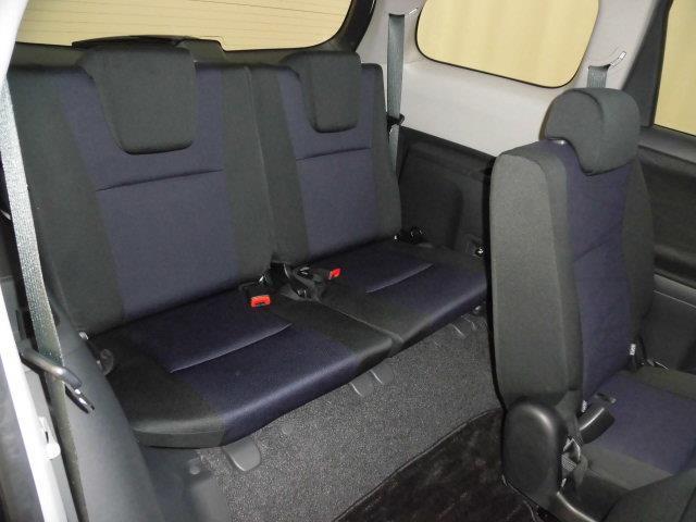 サードシートはもちろん簡単に折りたたみ収納可能、更に巨大なラゲージスペースを確保出来ます。