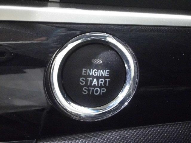 スマートキーを持って、ブレーキを踏んでボタンをポンッと押すだけでエンジンが作動します!!