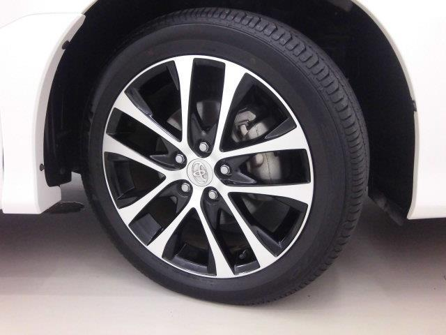 【純正アルミホイール】です!車両デザインに合わせてホイールをデザインしているため、見た目にもカッコイイ!アルミホイール。洗車もラクチンでスチールホイールのように錆ません。