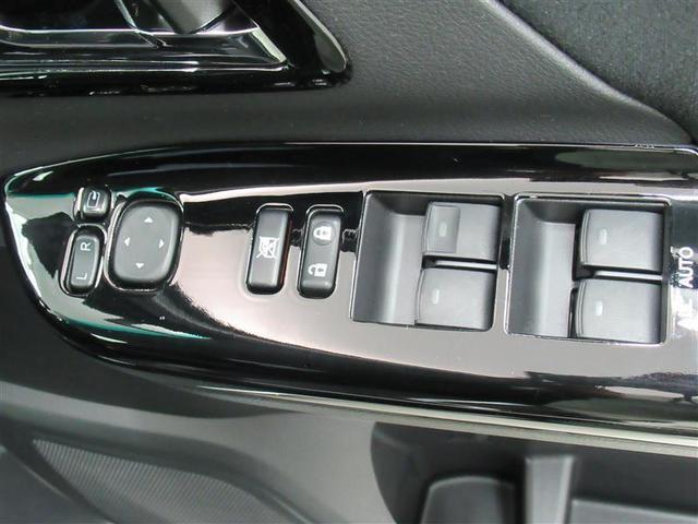 パワーウィンドウは今や当たり前の装備ですが、無いと困ります。全席ワンタッチでフルオープン・フルクローズが可能な、オート機能付きです。
